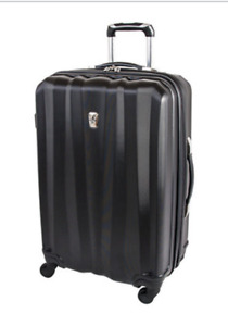 "Luggage brand n ew 24 "" spinner"