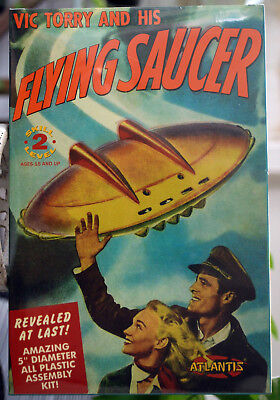 Vic Torry and his Flying Saucer UFO Fliegende Untertasse Atlantis 1009 China Fliegende Untertasse