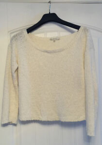 Aritzia Talula Sweater - Size Medium