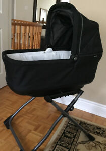 Peg perego basinette in onyx with stand