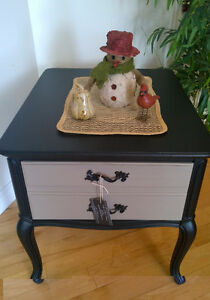 Beautiful End Table w Deep Drawer