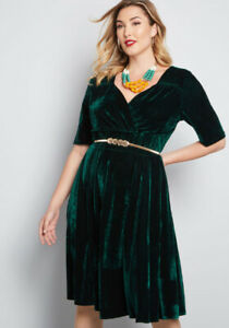 Modcloth green velvet dress size UK 20 (Canadian 18)