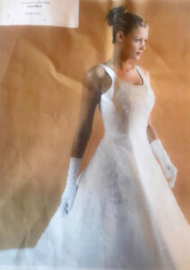 **WHITE PRIVATE COLLECTION WEDDING DRESS FOR SALE-SIZE 12/14**