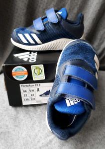 IMPECCABLES - Espadrilles Adidas pour enfants - Grandeur 6