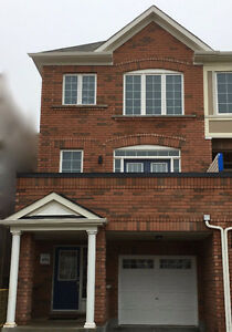 4 Bed/4 Bth End Unit Townhome in Upper Thornhill-MOVE IN TODAY!