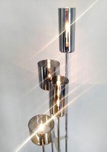 SPÉCIAL DESIGN CONTEMPORAIN, LAMPE SUR 4 PIEDS EN ACIER CHROMÉ