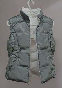 Brand new Women's Nike Down Vest, Two side color White and grey Kitchener / Waterloo Kitchener Area image 2