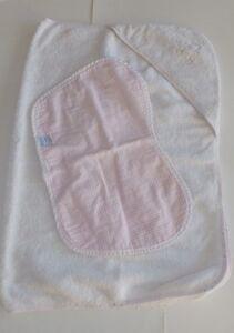 Lot serviette de bain et bavoir pour le rot - Fille