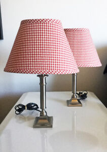 2 petites lampes rouge (20$ chacune)