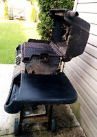 Natural gas BBQ in very good working condition + BBQ cover