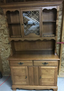 MUST SELL MINT CONDIONT HUTCH