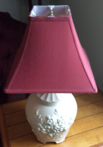TABLE LAMP WHITE CERAMIC WITH SHADE