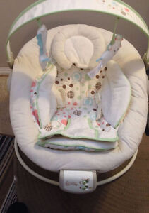 Comfort & Harmony baby bouncer - Never used