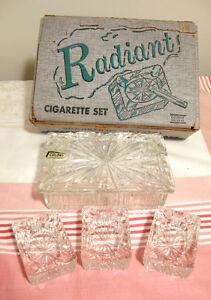 Ancien ensemble boîte à cigar ettes et 3 cendriers