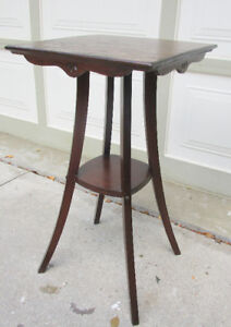 SMALL VINTAGE SOLID WOOD SIDE TABLE/PLANT STAND - VERY GOOD COND