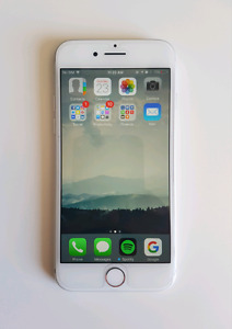 128 gb Silver iPhone 7 Unlocked with Apple care