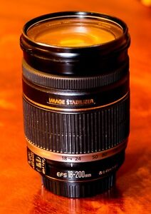 Canon EF-S 18-200mm f/3.5-5.6 IS Zoom