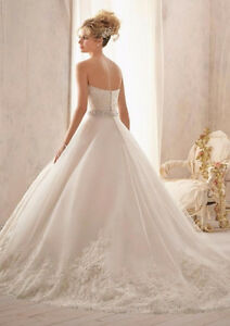 AMAZING WEDDING DRESS - ROBE DE MARIAGE SMALL / PETIT West Island Greater Montréal image 3
