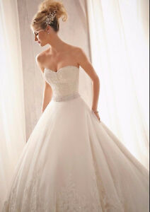 AMAZING WEDDING DRESS - ROBE DE MARIAGE SMALL / PETIT West Island Greater Montréal image 2