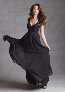 Never worn, size 6, Navy blue bridesmaid/grad! Price negotiable!