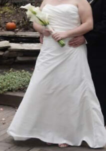 Simple wedding dress for sale...size 16-18