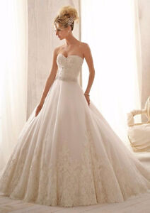 AMAZING WEDDING DRESS - ROBE DE MARIAGE SMALL / PETIT West Island Greater Montréal image 1