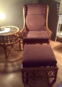 Chaise et table de rotin à vendre, Aubaine $250
