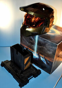Halo 3 XBox 360 Collector's Master Chief Helmet Stand & Box