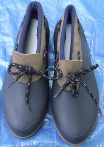 Girl's youth size 3 rain shoes boot style great for Fall + Free