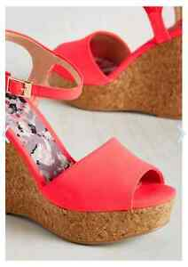 Bright pink/coral wedges London Ontario image 2
