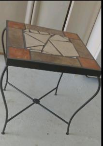 Table d'appoint céramique 20 L x 20 L x 22 1/2 haute