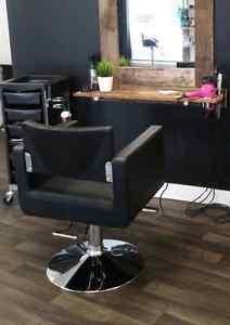 2 Chaises hydrauliques de coiffure 250$ chacune Saint-Hyacinthe Québec image 1