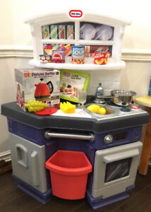 LITTLE TIKES SMALL PLAY KITCHEN FOR TODDLERS USED