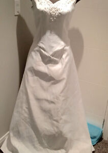 NEW Size 16 Strapless and Trainless Wedding Dress