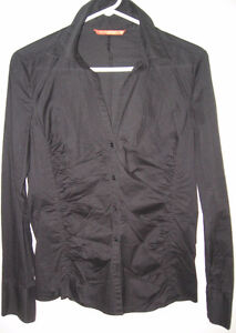BLACK BUTTON DOWN FROM SMART SET, SIZE MEDIUM