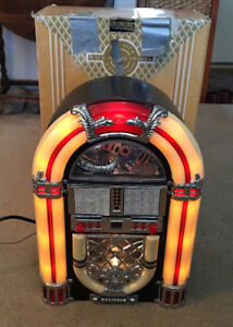 BACK TO THE OLDIES JUKE BOX SHAPE RADIO WOODEN CABINET