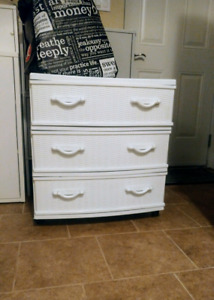 Plastic 3 drawer dresser