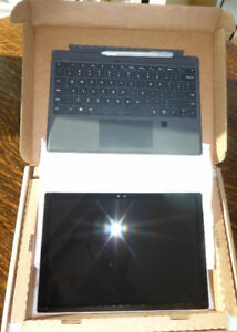 Brand new Surface Pro 4 i5 256GB SSD 8GB RAM cover and stylus