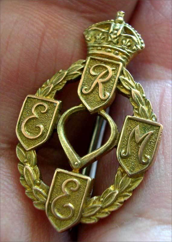 WWI -WWII BRITISH REME 9K HALLMARKED SOLID GOLD BADGE - PIN BEAUTIFUL