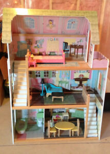 Beautiful Doll House with Accessories!