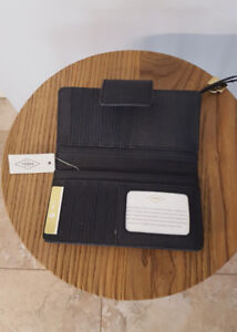 FOSSIL Leather Wallet - BRAND NEW