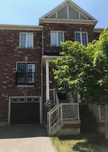 Executive Townhouse For Lease in Oakville - 3bed/2.5bath