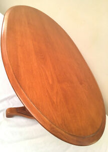 Excellent Oval Roxton Colonial Coffee Table SEE VIDEO
