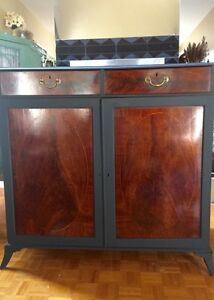 Heavy solid wood cabinet dresser commode hutch bois massif