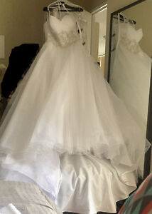 White Wedding Dress Size 16 BRAND NEW Never Worn