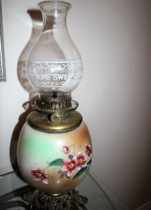 BEAUTIFUL VICTORIAN ANTIQUE OIL LAMP
