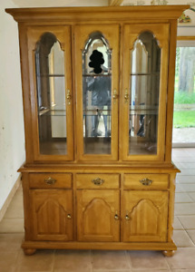 DINNING ROOM BUFFET AND HUTCH FOR SALE!