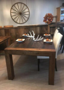 table en bois de grange présentement 6 tables''stock''disponible