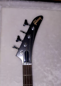 Moving must sell 2012 Gibson explorer bass/case mint ltd run