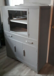 Vintage  Display Cabinet/Hutch